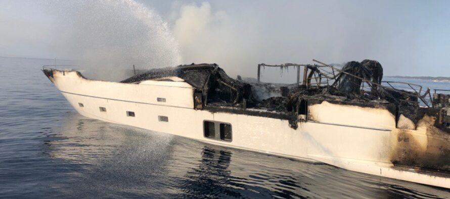 Sanlorenzo-built Reine d'Azur destroyed by fire